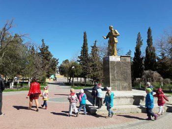 в Судаке памятник Ленину вернулся на свой постамент