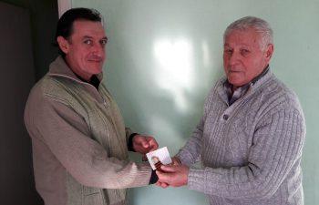 руководитель городского отделения КПРФ вручил памятную медаль, посвященную непобедимой и легендарной Красной Армии, товарищу Ратушному В.Н.