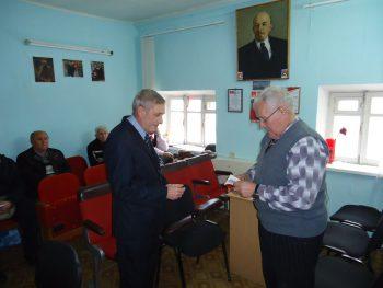 Повестка дня включала несколько вопросов, первым из которых был приятным - вручили партбилет вновь принятому членк КПРФ, А.И. Сергееву
