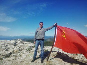 Каждый год, перед 9 Мая, он влезает на гору Сокол, что между Судаком и Новым Светом, и поднимает там красный флаг.